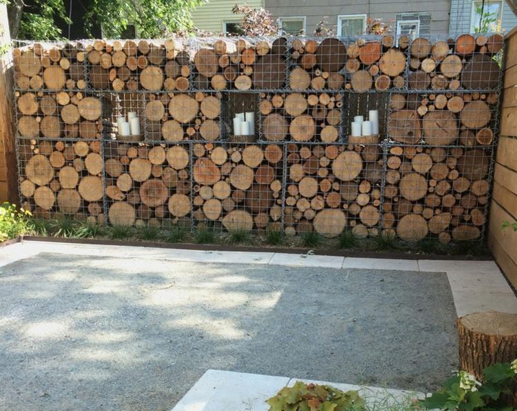 Gabionen kreativ befüllt mit Holz